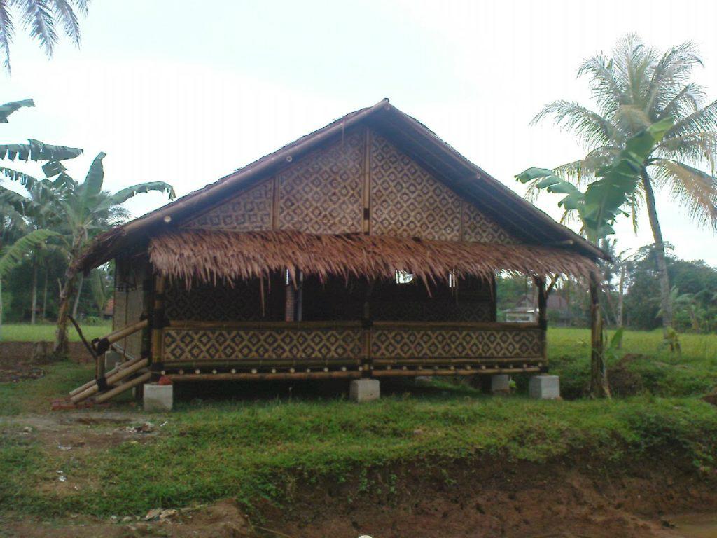 Rumah Bambu Tradisional